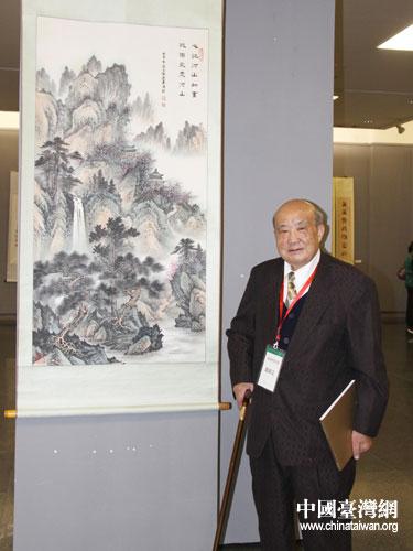 王萍/王老先生的创作多以记忆中的家乡山水为蓝本。(贵阳市台办胡...