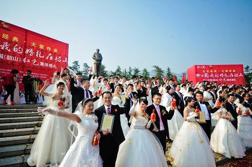 新人扎堆韶山结婚 红色旅游喜添浪漫元素