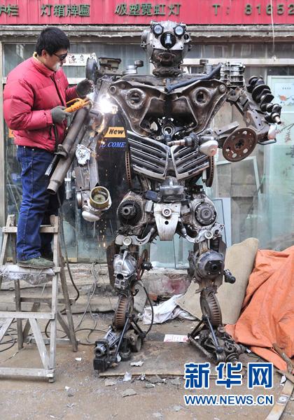 外媒关注中国铁匠用汽车零件造