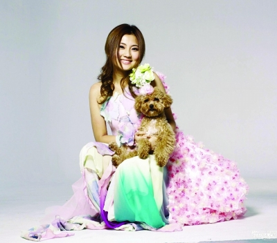 上海 微博 selina/S.H.E组合成员Selina因在上海拍戏被烧伤后,工作一直处于...