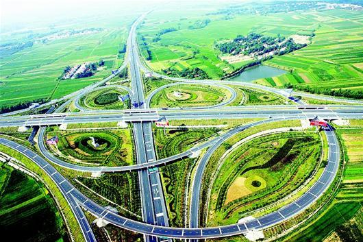 湖北日报讯 四通八达的高速公路.(  王 威 摄) -湖北 构建 大交通 枢纽