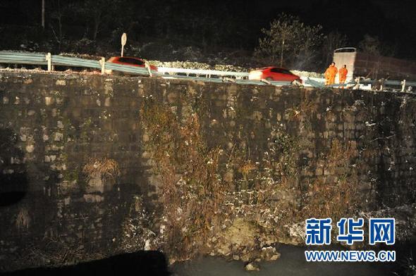 贵州 1 4 大客车翻车事故原因初步查明