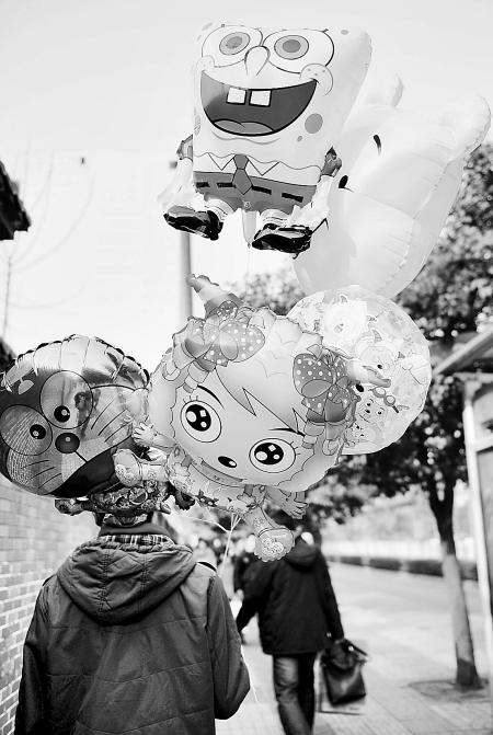小孩玩的氢气球随时可能会爆炸