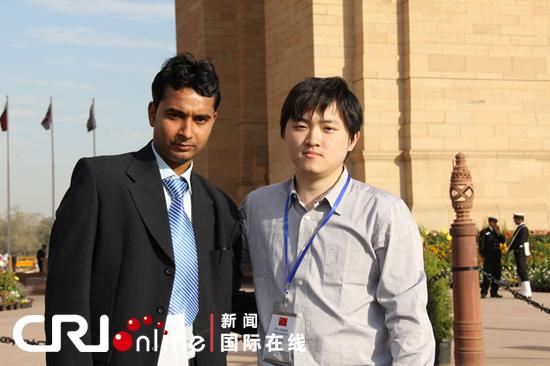 中国青年代表团参观印度门