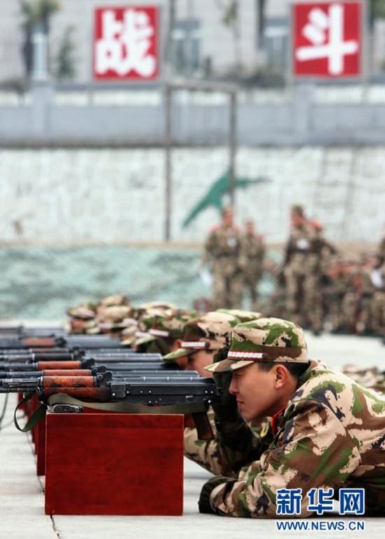 """武警江苏""""90后""""新兵进行首次瞄靶射击练习-南京 90后 新兵的军旅第"""