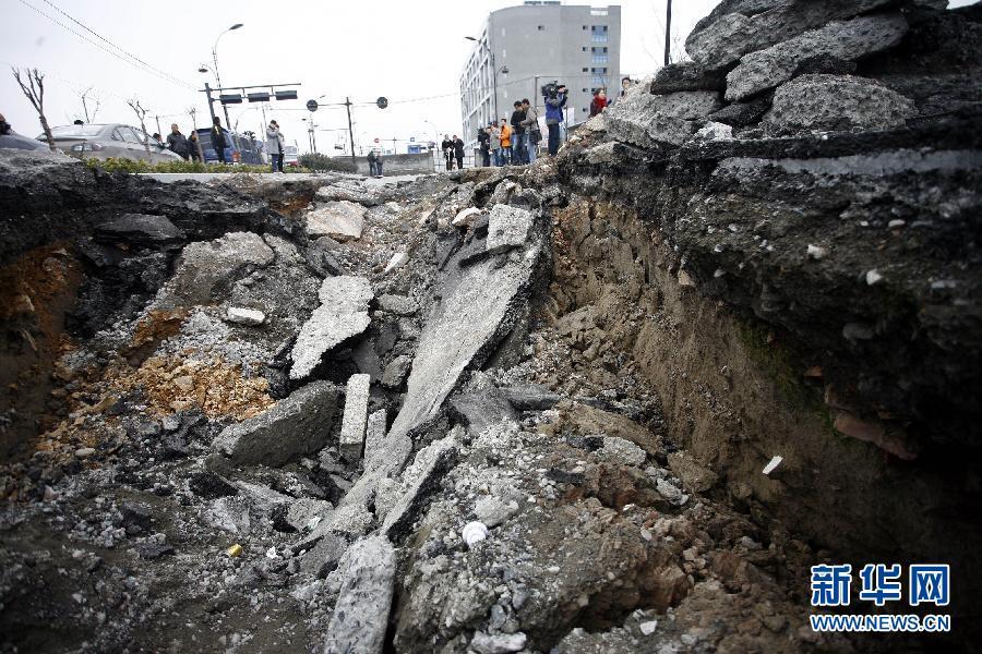 杭州汽车客运中心附近路面大面积坍塌 最深处近3米 高清组图高清图片