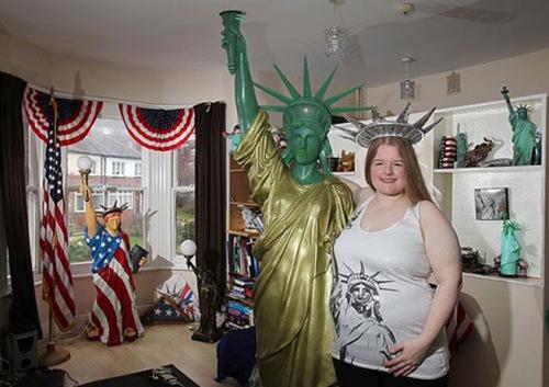 英国女子爱上自由女神像 曾想与之 结婚