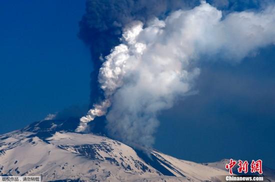 意大利埃特纳火山2012年三次喷发 每月一次