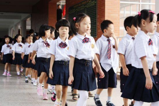 全面揭秘日本女生为何喜欢校服