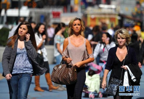 靓丽身姿!纽约街头美女春装秀组图