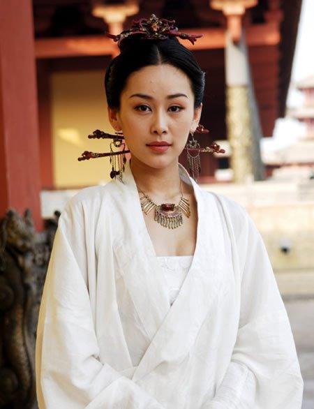 剧照,当时她参演了30集古装电视剧《王昭君》. 杨幂 ...