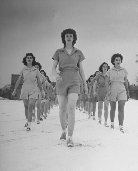 看看二战美国女大学生如何军训(组图) - 牧笛 - ★牧笛(KNIGHT)城堡★