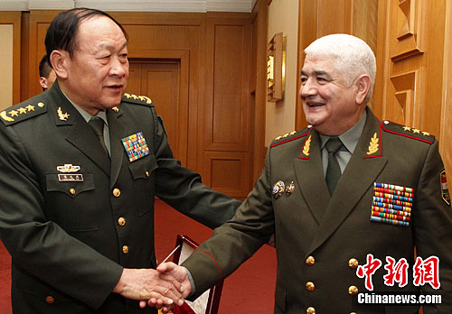 图片新闻:梁光烈会见塔吉克斯坦国防部长