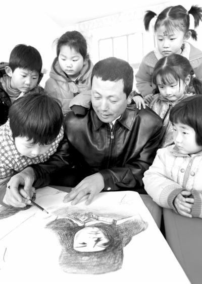 山东沾化县官民互助脱贫致富 促 学雷锋 成习惯