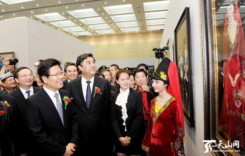 油画《盛装的维吾尔族姑娘》估价至少600万 - 新疆小妖精 - 锡伯格格的个人空间