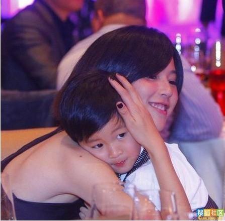 林志颖吴镇宇张智霖 揭娱乐圈帅哥的正太儿子