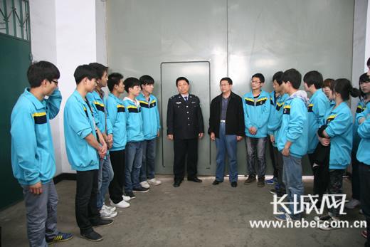 武安 中学生走进看守所 感受法治的力量图片