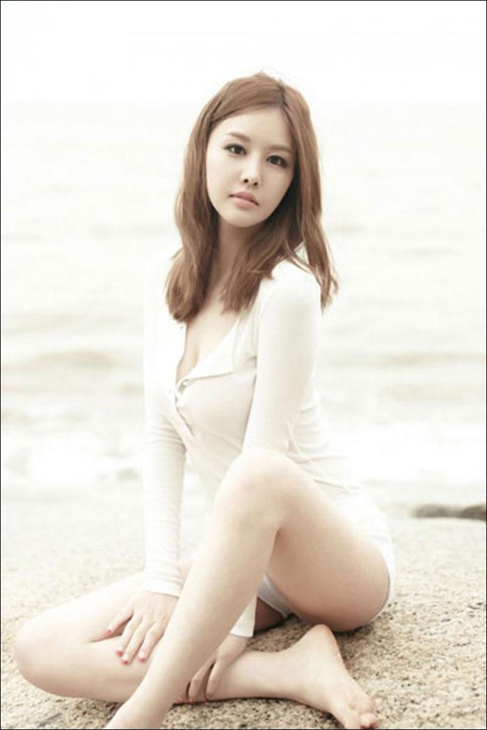 韩国美女主播朴恩智泳装写真 湿身抛胸秀细长美腿