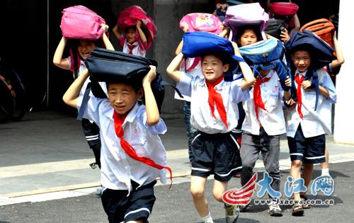 地震来了怎么办?南昌千名小学生学自救(图)