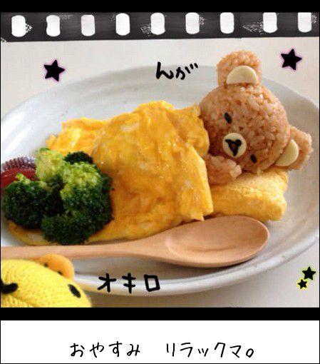 """熊""""的蛋包饭:米饭被做成轻松熊的样子,鸡蛋则化身成""""毯子"""",很是可爱"""