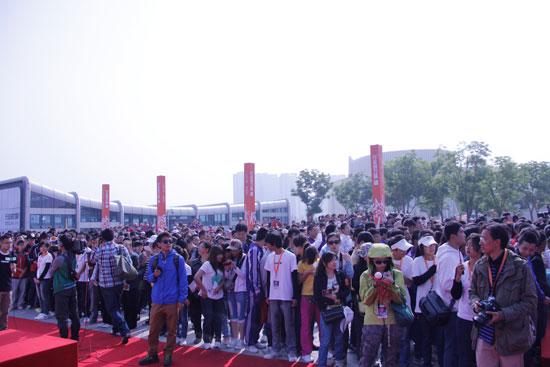 2000余名西宁市民参加步行活动-影星陈坤带领2000名市民步行在夏都图片