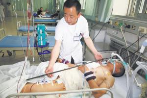 农民工遭钢筋贯穿体内12器官奇迹生还(图)_新