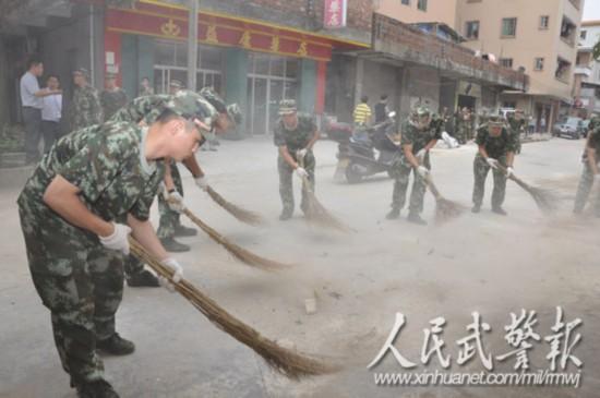 武警8730部队助推广州文明城市创建图片