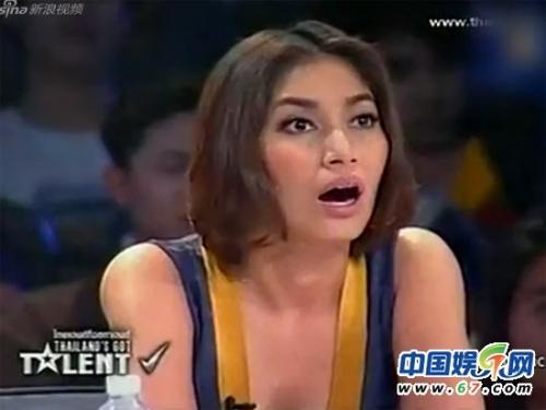 泰国《达人秀》美女裸胸作画震撼全场