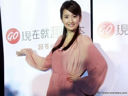 林依晨不怕远距离恋爱 否认与冯绍峰关系密切