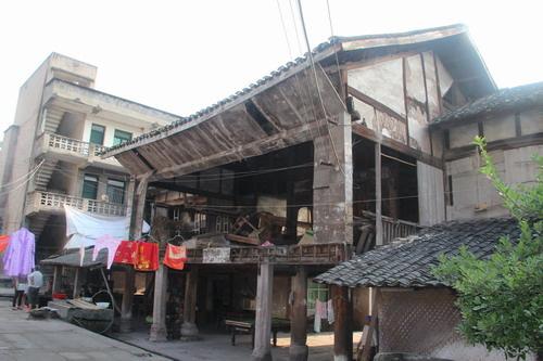 重庆合川 百年古宅杨家祠堂 残存一座雕花老戏楼