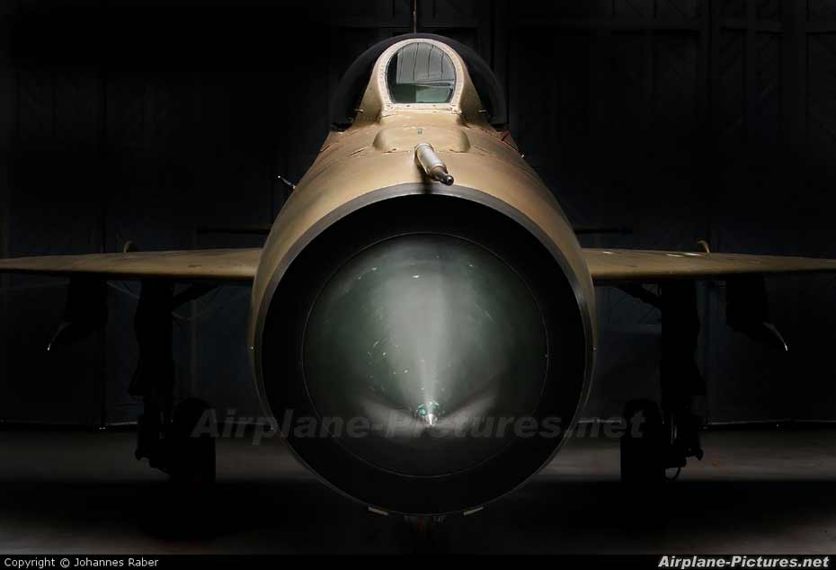 内容摘要: 组图为多种军用飞机机头特写,这些暴力的机器也可以给人美