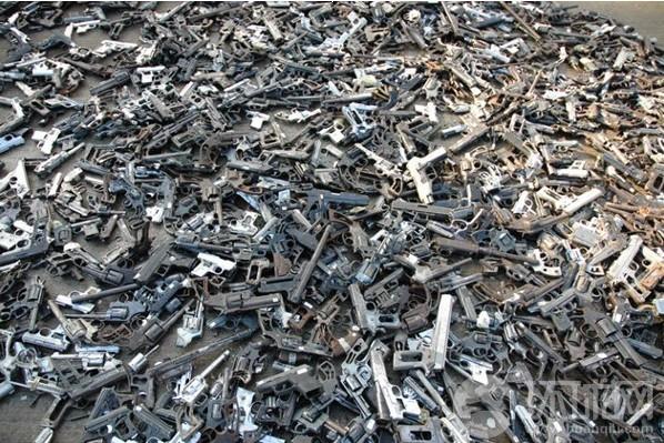 在枪支泛滥的墨西哥,制作这样的艺术品原料不成
