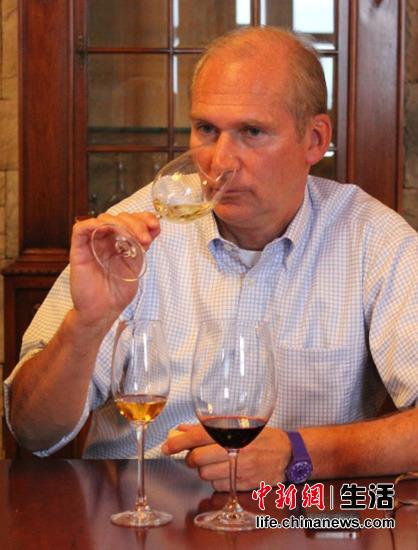 英国皇室供应商采购张裕葡萄酒 图