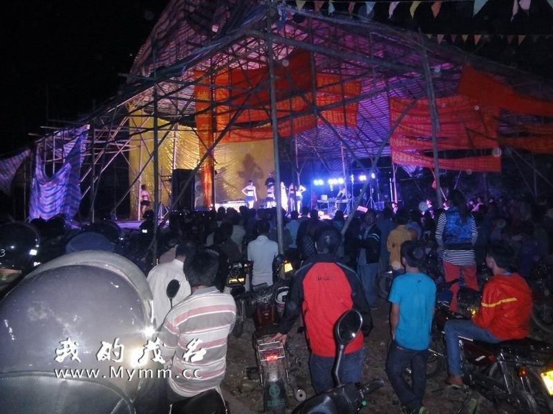 农村歌舞团露骨表演 农村歌舞团真开放视频 看见毛农村歌舞团表演 河