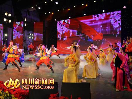 五十六民族学子载歌载舞 喜庆十八大胜利召开