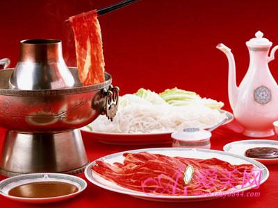 料,不用自己煮一锅汤这么麻烦,但是火锅汤料含有大量的调料和香料
