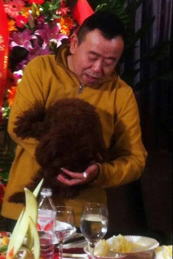 潘长江父亲80大寿寿宴内场曝光 晒与父母合影旧照图片