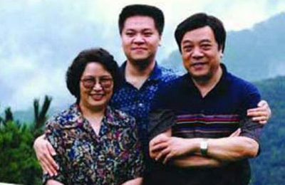 赵忠祥夫妇与儿子赵方