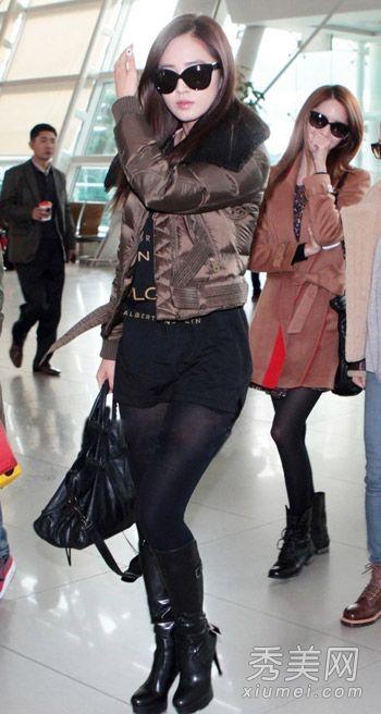 韩国女星机场街拍 穿皮衣皮裤保暖又耍帅图片