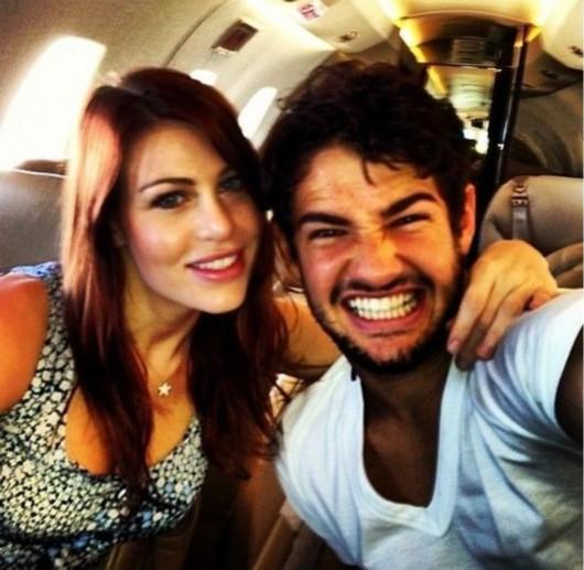芭芭拉与帕托在私人飞机上的合照