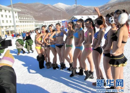 随即来自俄罗斯的10名滑雪爱好者