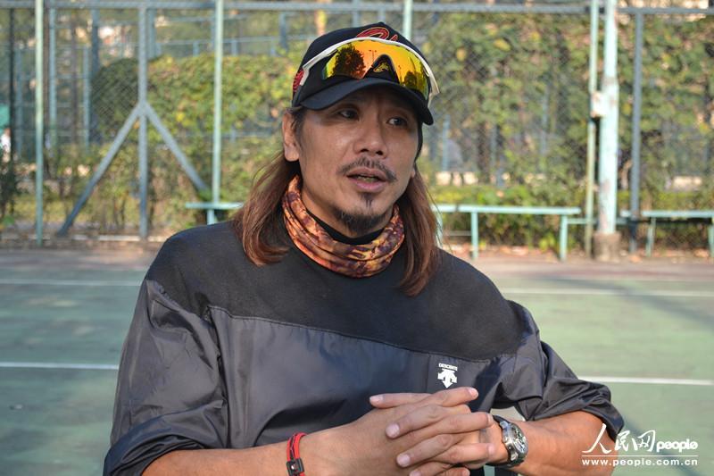 1、 香港垒球队总教练、香港垒球总会副会长刘国业曾率...