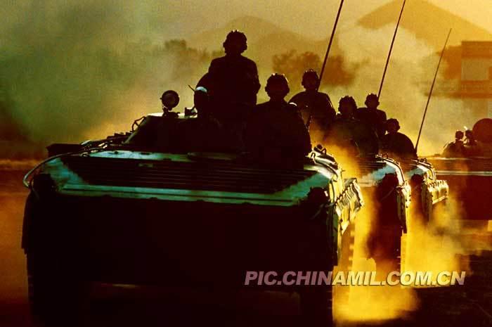 解放军陆军集团军和空15军部署示意图