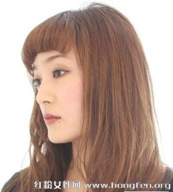 时尚中长发发型 烫发染发更显潮流图片
