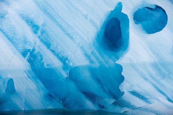 内容摘要: 据英国《每日电讯报》报道,保罗桑德斯是美国的一名自然与野生动物摄影师,他的拍摄足迹遍布世界各地。以下列举的是桑德斯在北极之旅中拍摄的一组精彩照片,其中大多数是在地处挪威和北极之间的斯瓦尔巴特群岛拍摄的。