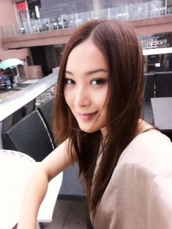 港26岁歌手陈僖仪车祸身亡 生前5小时仍录歌