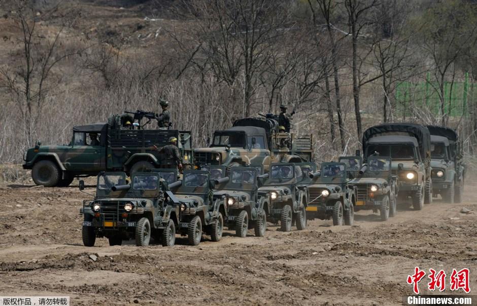 2013年4月19日,韩国坡州,韩国部队举行军事演习