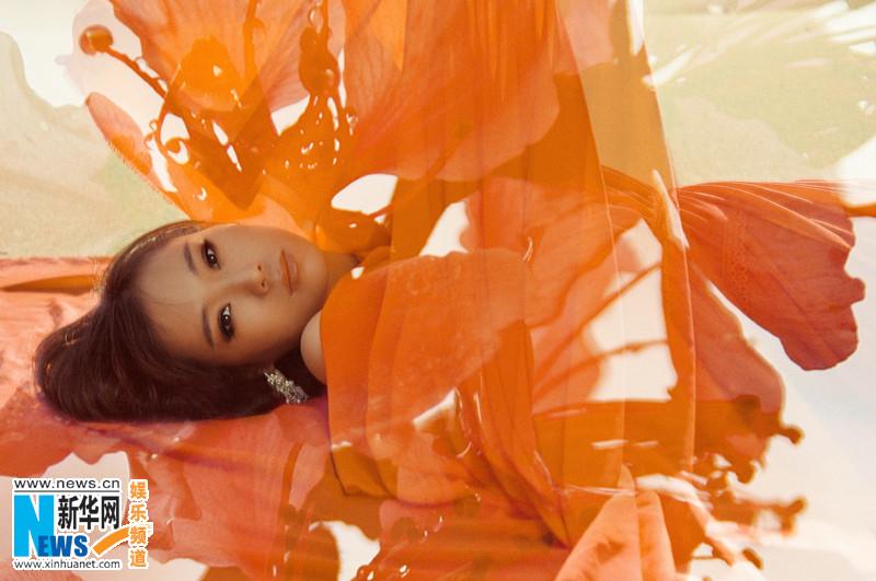 写真 唯美 云朵/近日,歌手云朵2013年首支MV《我的楼兰》写真造型曝光。云朵...