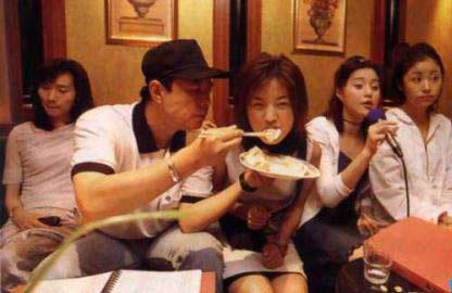 《还珠格格》拍摄于1997年,1998年全国播出,拍摄至今已经有16