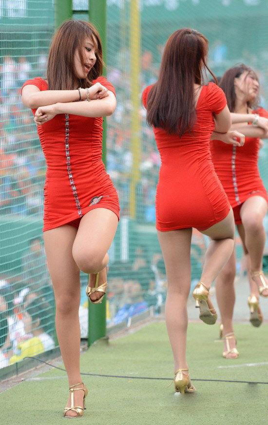 韩国职棒啦啦队 长腿美女性感短裙大跳热舞